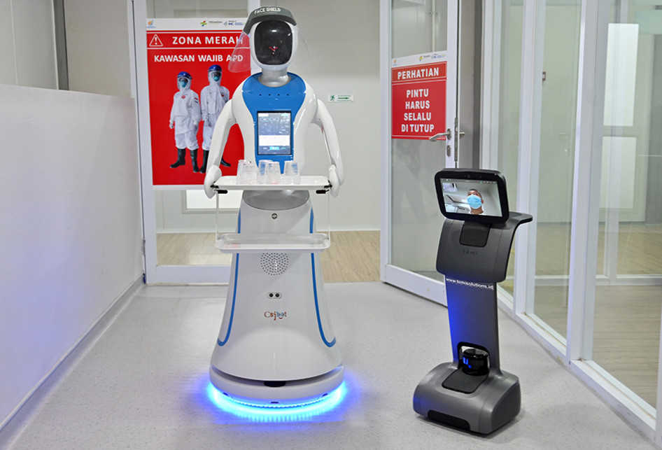 Robot in Hospital fighting COVID19, Yes money well spent!!